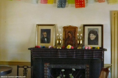 Fireplace in the main salon with portraits of William and Maria Josefa on the mantle