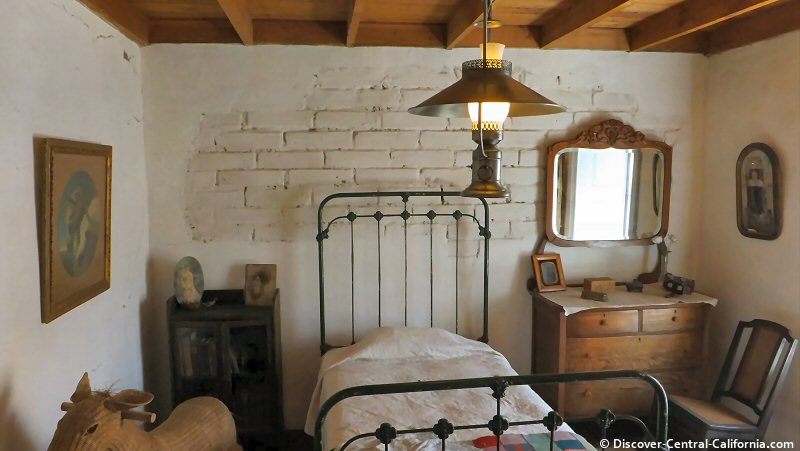 A bedroom at the Rios Caledonia Adobe