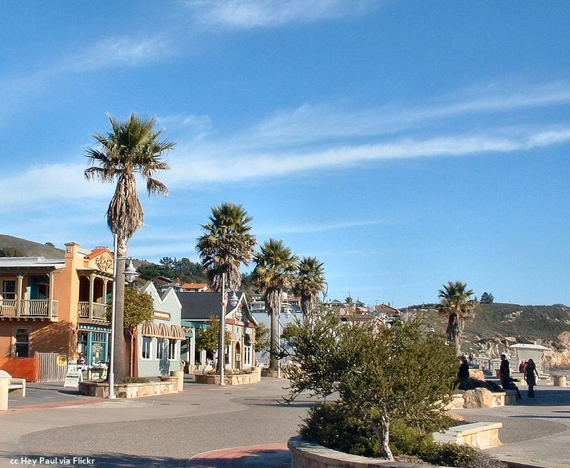 Street view near the Avila Beach pier