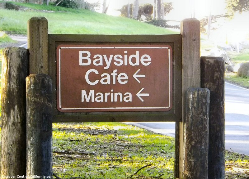 The sign for the Morro Bay Marina turnoff