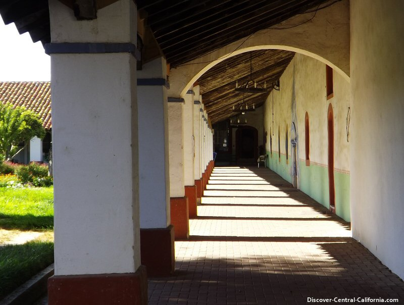 Colonnade on the interior courtyard at Mission San Miguel