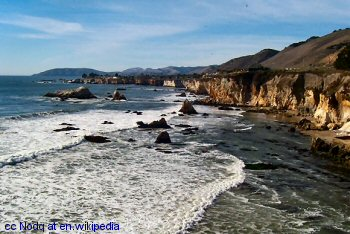 The view north from Pismo Beach to Shell Beach