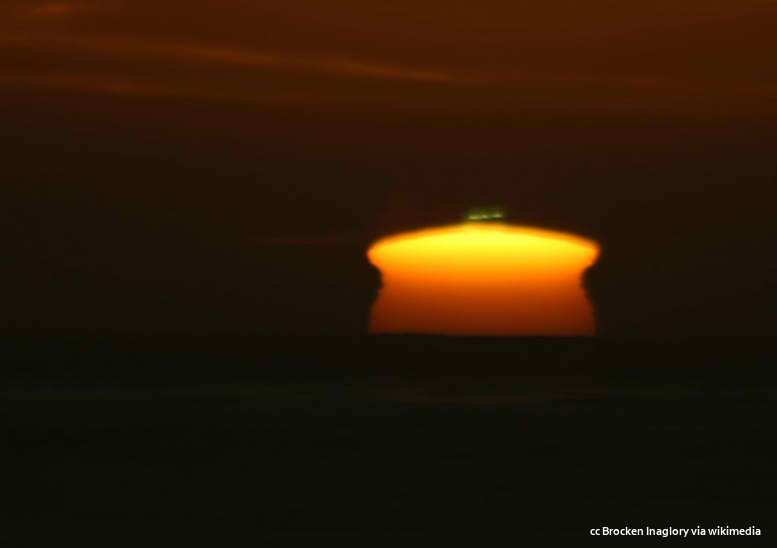 Green flash with vase-shaped mirage