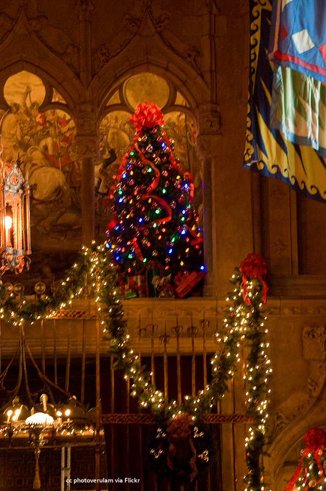 Detail of the Christmas decorations in the dining hall